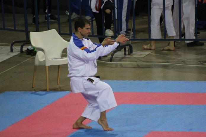 Un karateka român își arată abilitățile în Sala Polivalentă din Cluj (Foto: wukf-karate.org)