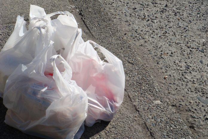 Ministerul Mediului vrea să elimine pungile de plastic din viața de zi cu zi a românilor (Foto: velkr0 / Flickr)