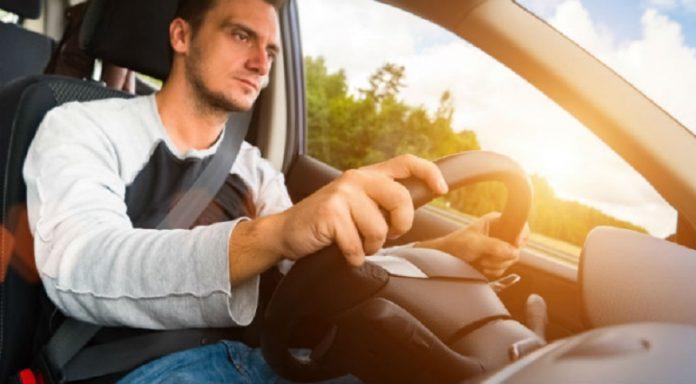 Din acest articol afli cum poți intra în legalitate ca șofer Uber. Foto: Shutterstock - Minerva