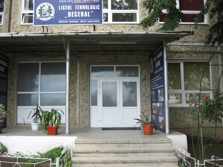 Liceul tehnologic Decebal din Caransebeș, județul Caraș Severin