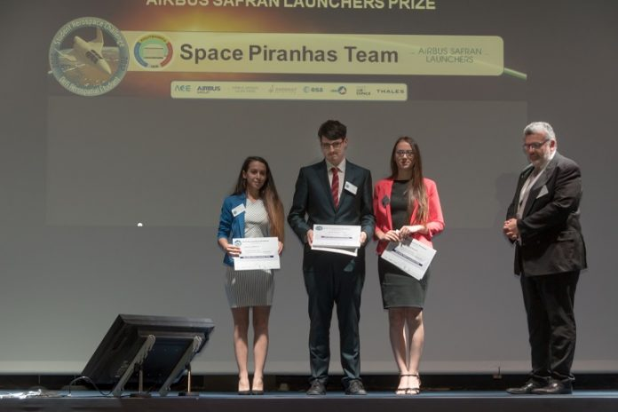Studenții români au câștigat marele premiu (Foto: aero.pub.ro)