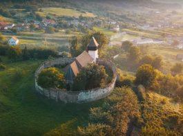 Biserica fortificată Țapu