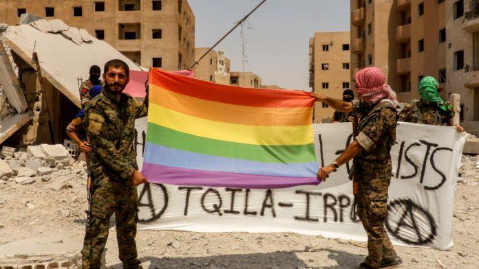 O armată LGBT se lutpă cu extremiștii musulmani în Siria. Foto: Euronews