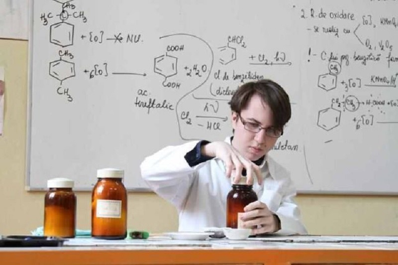 Paul Haidu-Gerea în laborator. Foto: Inspectoratul Școlar Județean Constanța