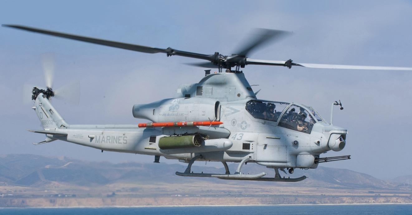 Aparatele AH-1Z pot ataca ținte cu mare precizie în orice fel de condiții. Foto: U.S. Navy