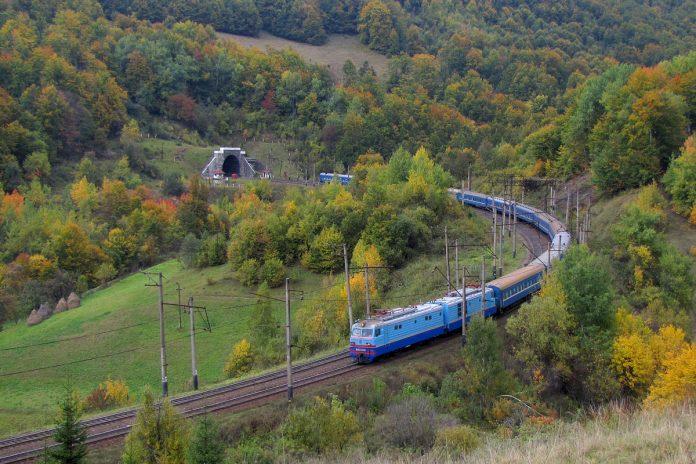 Primele exemple de infrastructură verde din România sunt pe cale să apară în Munții Carpați. Foto: Flickr / KF Jones