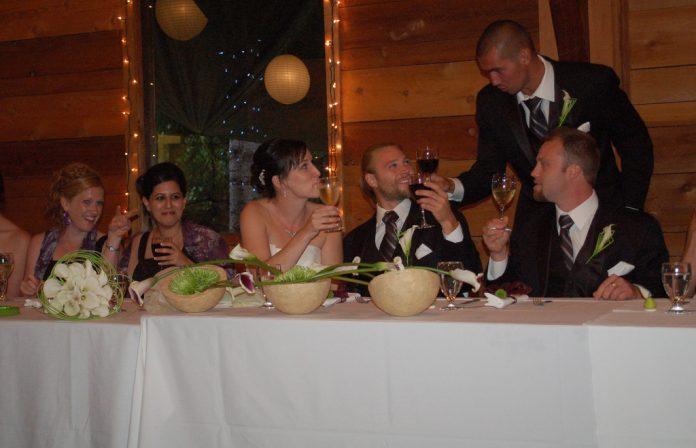 Câtă băutură este necesară pentru o nuntă. Foto: Flickr / John Wilson