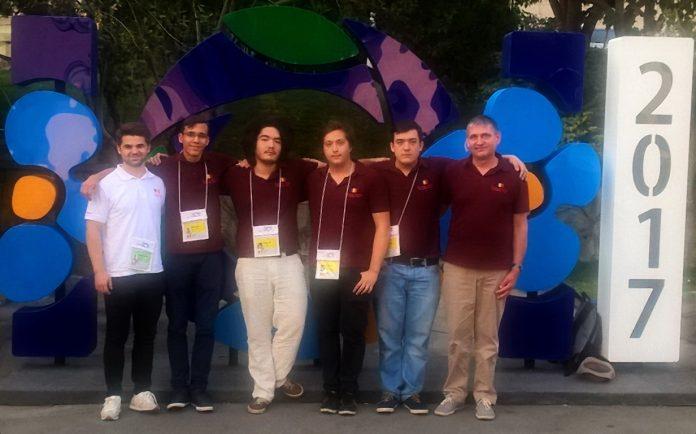 Delegația României la Olimpiada Internațională de Informatică. Foto: edu.ro