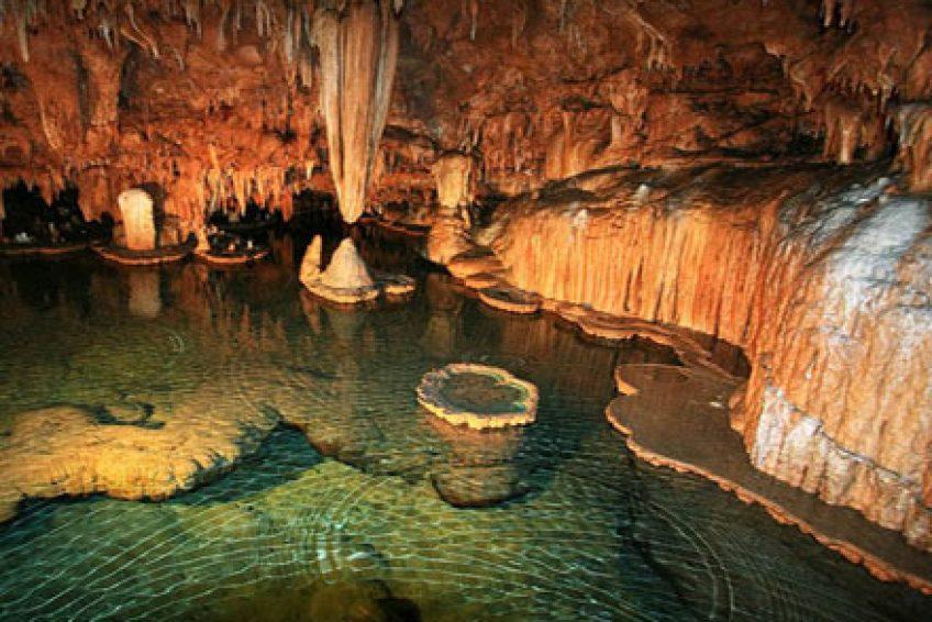 Peștera Vântului este cea mai lungă din România. Foto: Wikimedia Commons