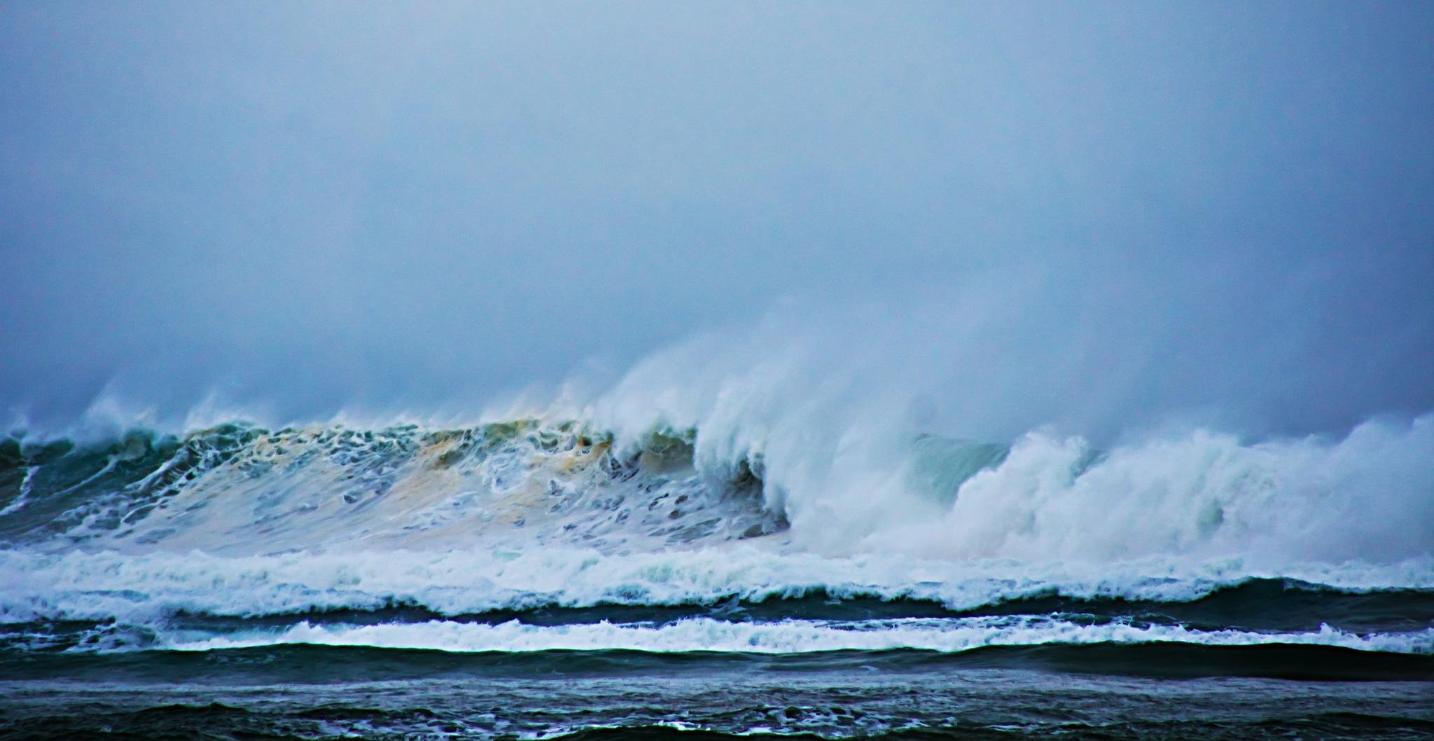 Valurile mari sunt foarte periculoase, în special pe plajele din Eforie Nord și Jupiter. Foto: Petra Bensted / Flickr
