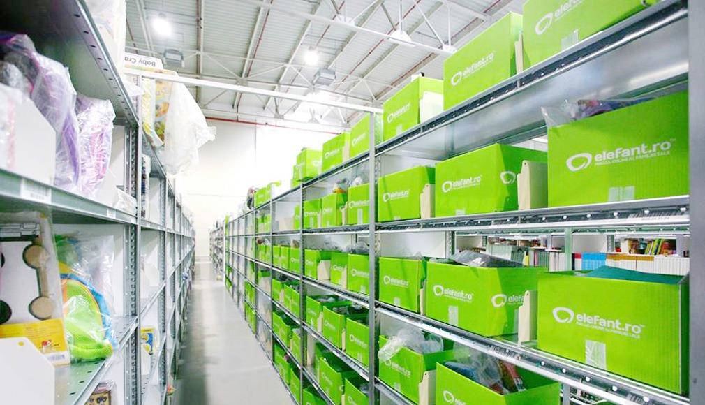 Locuri de muncă la elefant.ro. Coletele verzi sunt o marcă a companiei. Foto: elefant.ro
