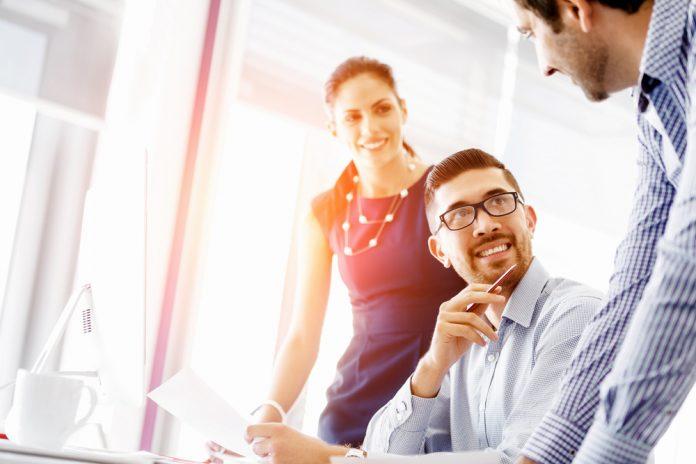 Mărirea echipei sau folosirea unui program? Ce este mai avantajos pentru firma ta? Foto: Shutterstock