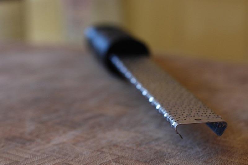 O astfel de mini-răzătoare vă va face viața mult mai plăcută în bucătărie. Foto: Flickr / Sasoa