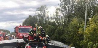 Un panou a căzut pe o mașină la Timișoara. Foto: bzt.ro