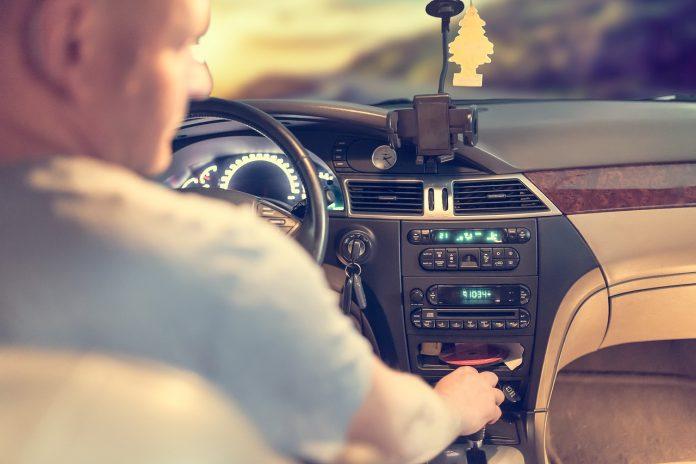 Se lucrează la Taxa auto 2018 FOTO: Michal Jarmoluk/Pixabay.com
