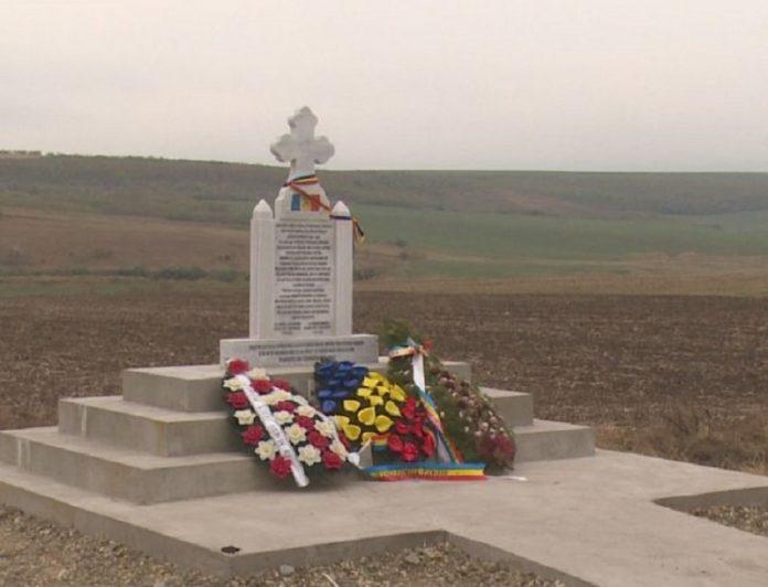 Acesta este monumentul ridicat de Marghioliţa Huzum în memoria ostașilor români căzuți în Al Doilea Război Mondial. Foto: Adevărul