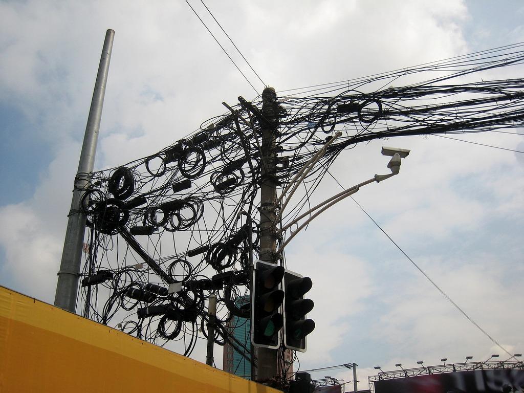 Energia electrică lipsește din peste 100.000 de gospodării din România. Foto: Alan Levine / Flickr