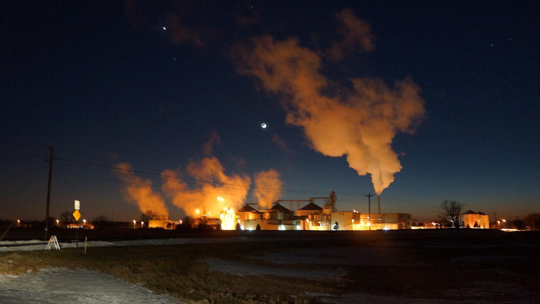 Fabrică de etanol. Foto: chumlee10 / Flickr