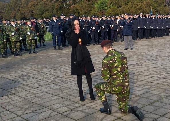 cerere în căsătorie parada militară