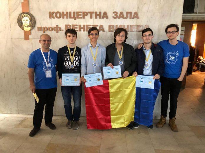 Tinerii informaticieni ai României au câștigat 7 medalii la concursul de la Shumen. Foto: edu.ro