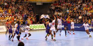 Cristina Neagu (nr. 8, în albastru) s-a ridicat din nou deasupra tuturor. Foto: Federația Română de Handbal