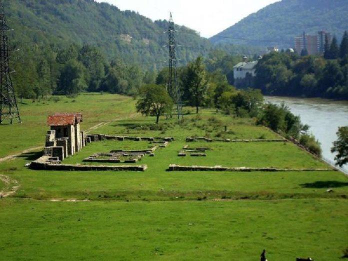 Un castru roman, pe malul Oltului, în județul Vâlcea. Foto: Wikimedia Commons