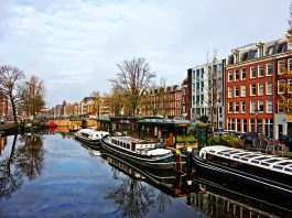De anul viitor, un city break Amsterdam ar putea veni cu prețuri mai mari la cazare FOTO: MabelAmber/Pixabay.com