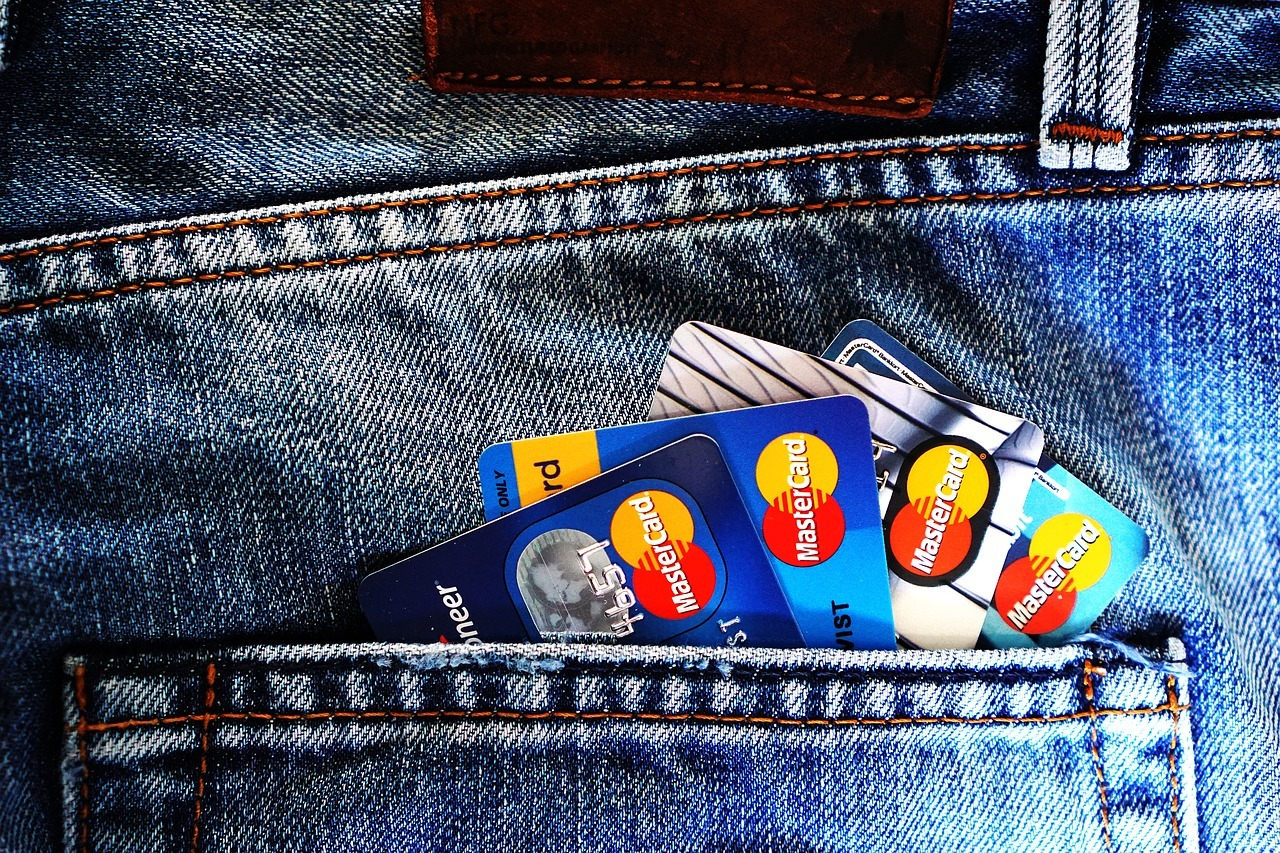 Mai multe comisioane bancare au fost eliminate FOTO: TheDigitalWay/Pixabay.com