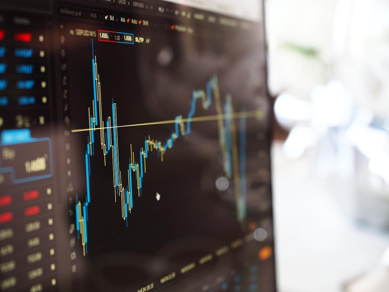 Bursa românească a înregistrat pierderi uriașe azi. Foto: Pixaba