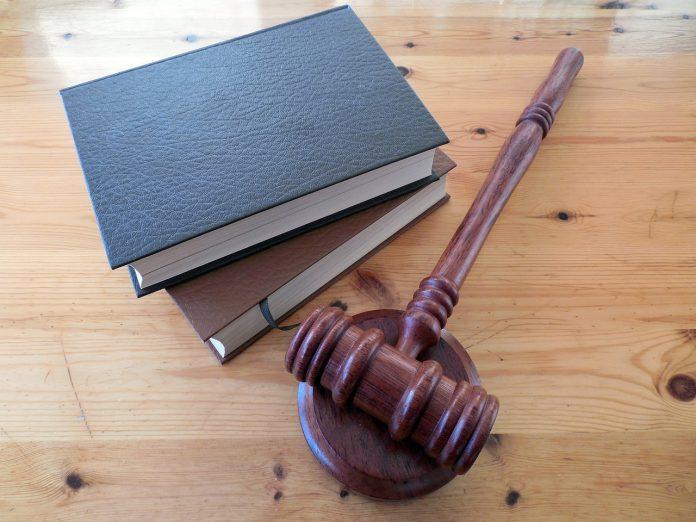 Judecătorii ieșeni au decis să îi condamne pe cei doi evazioniști la 4 ani de școală. Foto: Pixabay