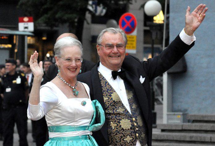 Prințul Henrik al Danemarcei, alături de soția sa, Regina Margrethe. Foto: Wikimedia Commons