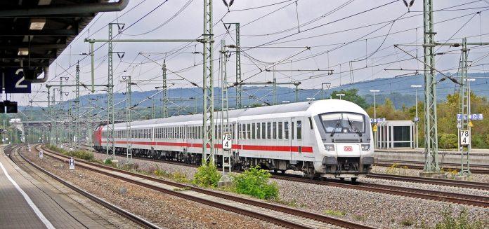 Maghiarii doresc să lege Budapesta de Cluj Napoca printr-un tren de mare viteză. Foto: Pixabay.com