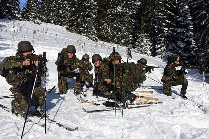 Militarii Batalionului 21 Vânători de Munte se instruiesc în Tabăra de Instrucție de Iarnă de la Diham - Foto: MApN - Florin Ciontea