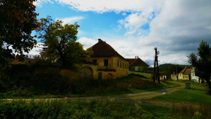 FOTO: Magazinuldecase.ro