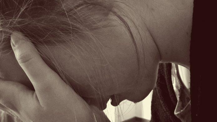 mamă depresie femeie tristețe