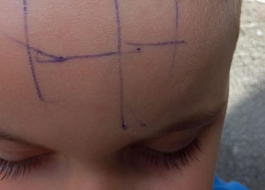 copil scris cu pixul