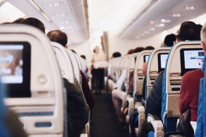 Dacă vei călători în avion cu bebe trebuie să respecți câteva reguli FOTO:StockSnap/Pixabay.com