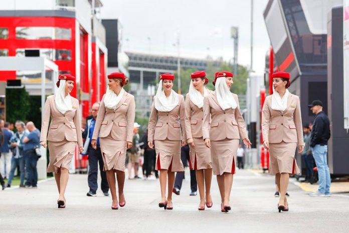 emirates însoțitori de bord