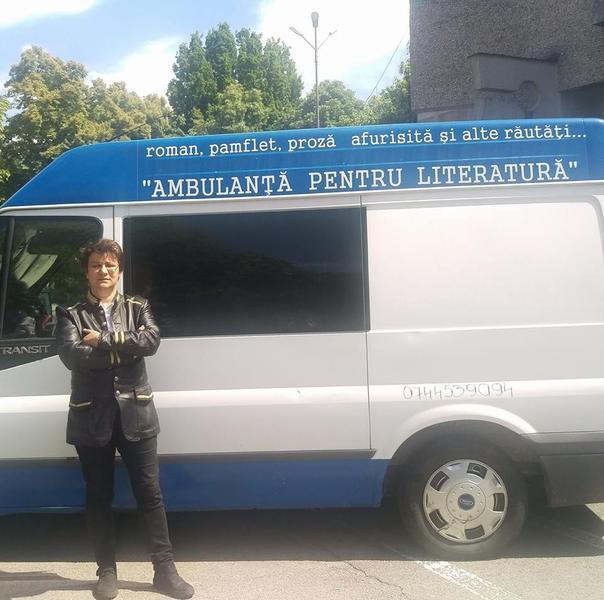 Ambulanța pentru literatură FOTO: Facebook via Hotnews.ro