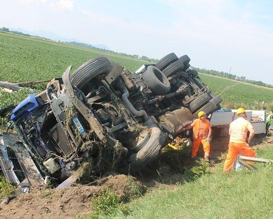 camion răsturnat italia român erou