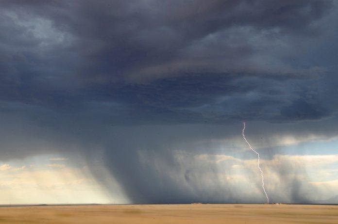 vreme rea furtună fulger cod galben