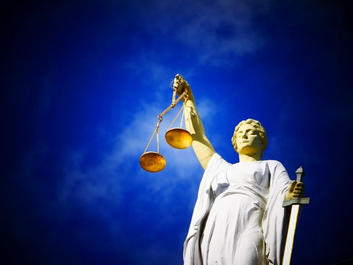 justiție proces instanță