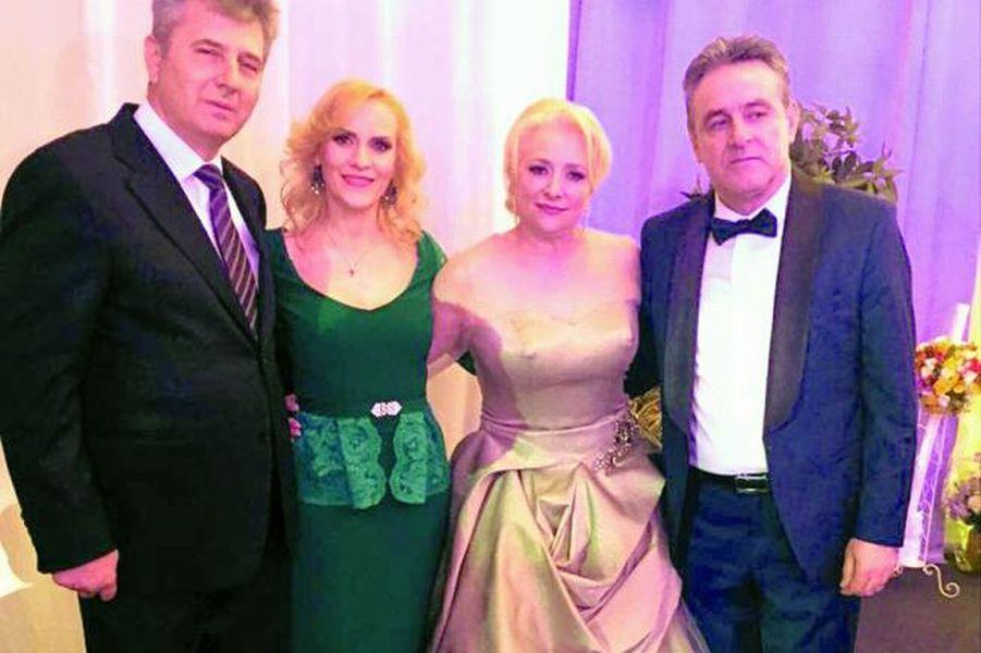 Cristinel Dăncilă (dreapta), alături de soția sa, Viorica, Gabriela Firea și Florin Pandele. FOTO: Antena3.ro
