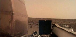 Imagine surprinsă de o cameră amplasată pe un braț al InSight FOTO: NASA