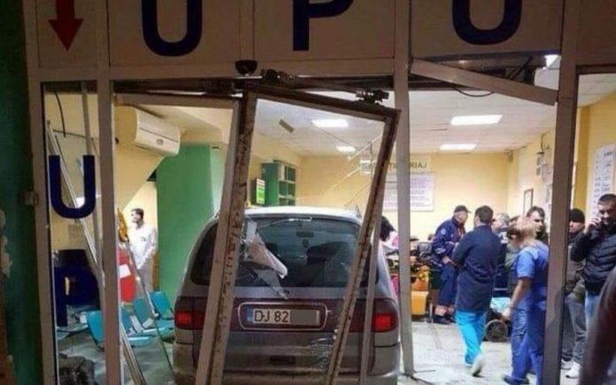 mașină intrată în unitatea de primiri urgențe craiova