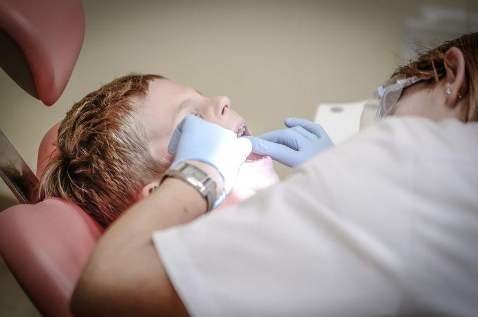 clinică dentist stomatolog