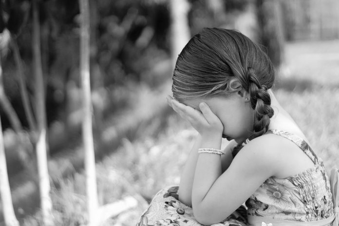 fetiță autism copil trist