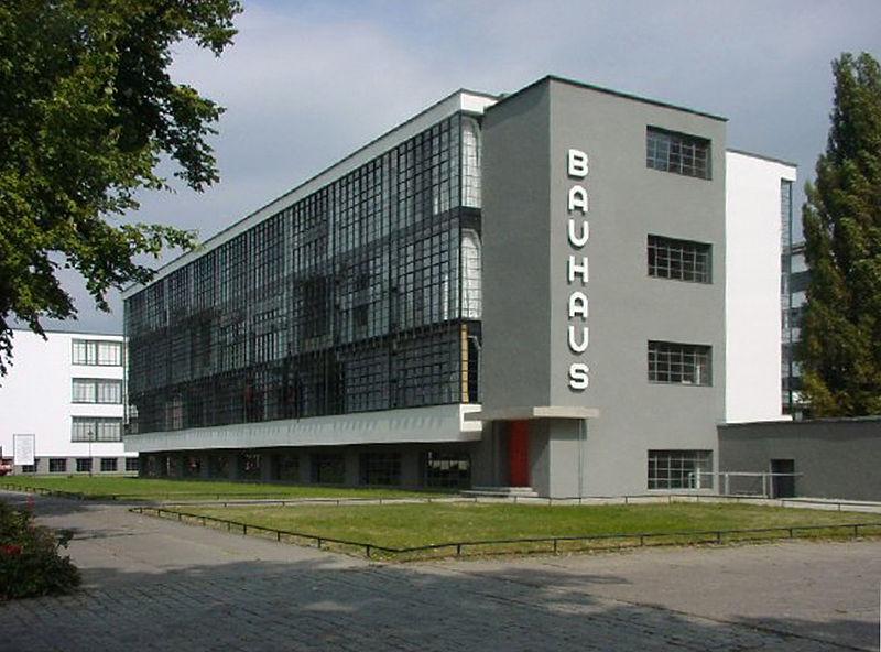 Clădirea Bauhaus din Dessau FOTO: Wikimedia Commons