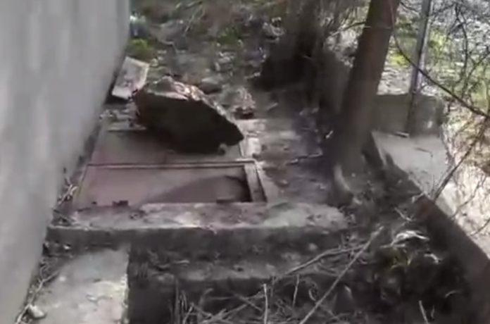 copil mort căzut fosă septică WC