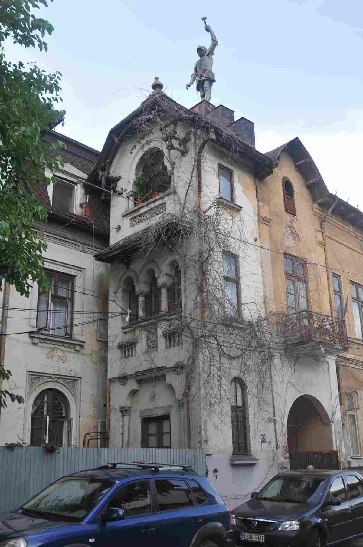 casa cu cavaler strada Episcopul Radu alexandru dimitriu